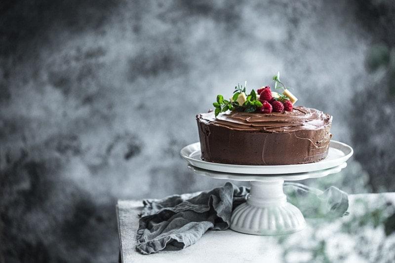 巧克力大理石和蛋黄酱加纳奇黑巧克力庆祝蛋糕-烹饪共和国威廉希尔官网