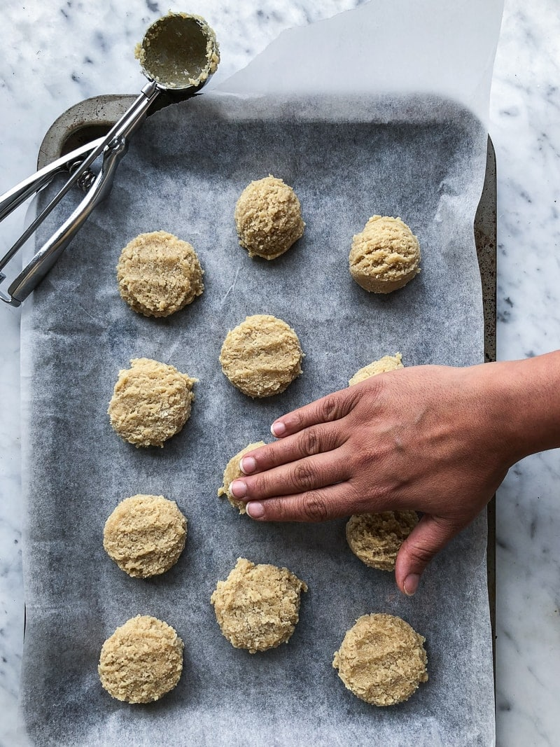 5 Ingredient Vegan Tahini And Almond Cookies - Cook Republic #vegan #glutenfree #tahini #cookies
