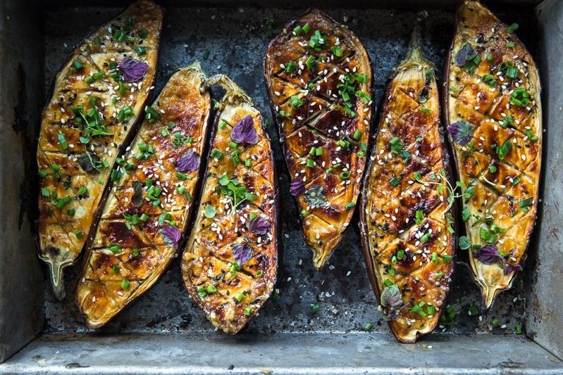 纯素米索上釉茄子-烹饪共和国\纯素食主义者面筋健康食谱\食William Hill娱乐品摄影