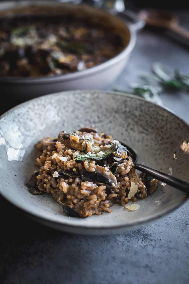 Vegan Baked Mushroom Garlic Sage Risotto - Cook Republic #veganrisotto #mushroomrisotto #bakedrisotto