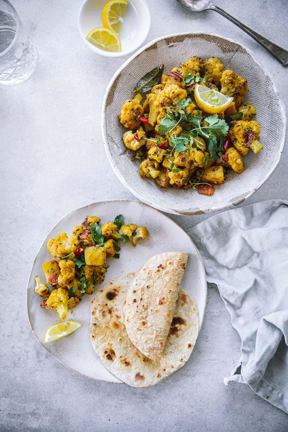 Vegan Aloo Gobi (Potato Cauliflower Curry) - Cook Republic #aloogobi #vegandinner #veganindian